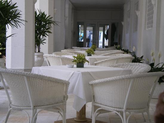 Belmond Copacabana Palace: Poolside tables at the Copacabana Palace.