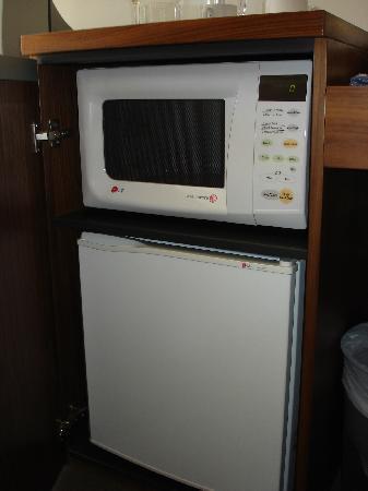 داربي بارك سيرفيسد ريزيدنسيز: Fridge and microwave