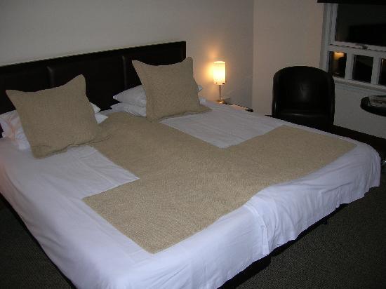 Renfrew, UK: the bed in room 284