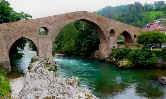 Cangas de Onis, Spagna: Puente Romano de Cangas de Onís