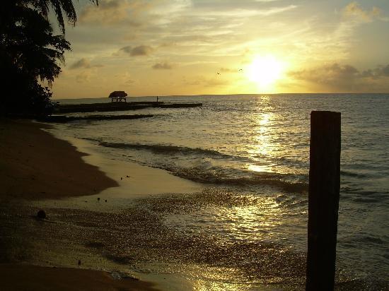Tropikist Beach Hotel & Resort: Fantastis Sunsets