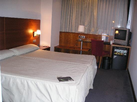 Silken Concordia Hotel: Bedroom