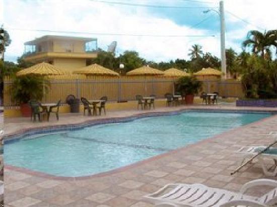WesternBay Boqueron Beach Hotel: Wenn es heiß ist .... springen Sie rein