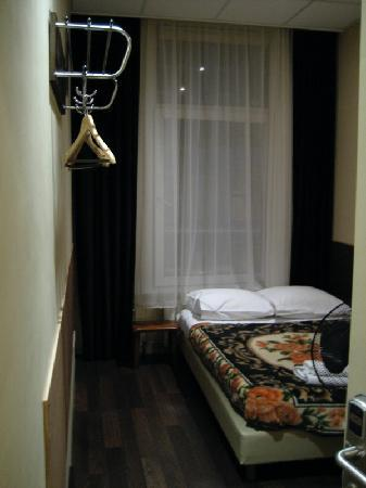 Sipermann Hotel: Our room, which was facing the street