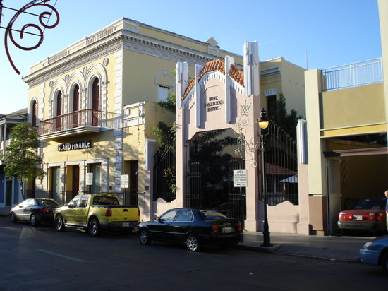 Ponce, Puerto Rico: Entrance to Fox Delicias Hotel