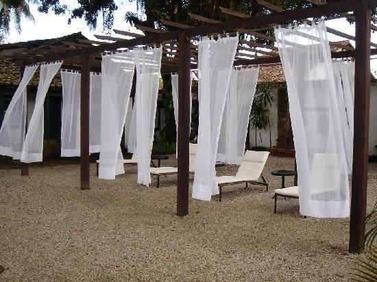 Pousada da Marquesa: Relaxing pool side area