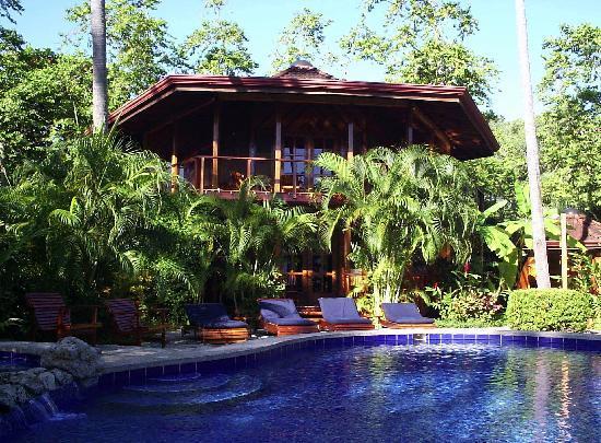 Tambor Tropical Beach Resort: Poolside at Tambor Tropical
