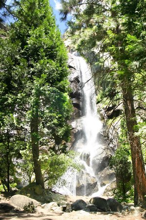 Sequoia and Kings Canyon National Park, Californië: waterfall at the bottom of Kings Canyon