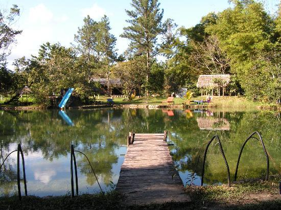 Poptun, Guatemala: Relax at the pond