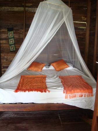 Sai Thong Resort & Spa: Bed in room