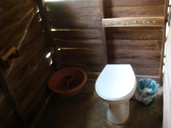 Sai Thong Resort & Spa : Toilet