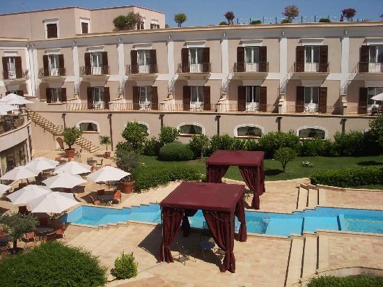 Giardino di Costanza Resort: rooms - exterior pool side