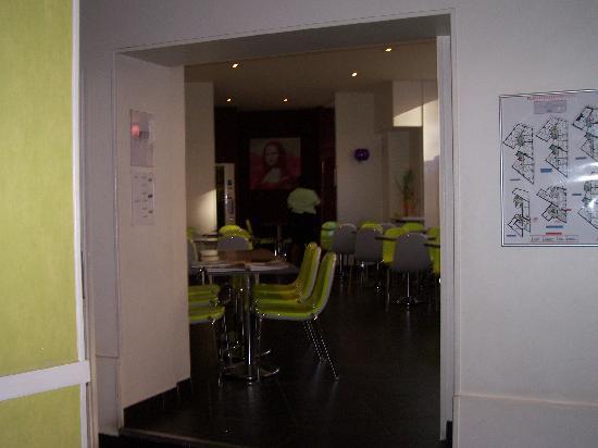 Avalon Paris Hotel: Funky (modern) lobby/breakfast area