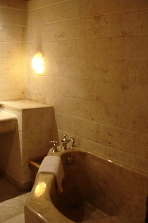 Plantation Bay Resort And Spa: tub