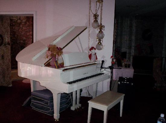 A Touch of Heaven/The Talmar Bed & Breakfast: Baby Grand Piano