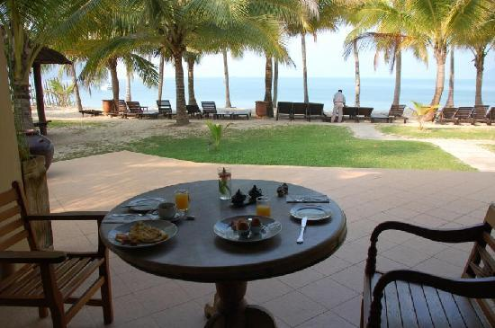 Sunset Beach Resort: having breakfast