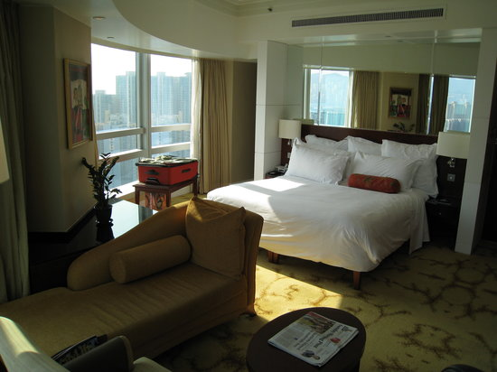 Cordis, Hong Kong at Langham Place: Room and view to the South