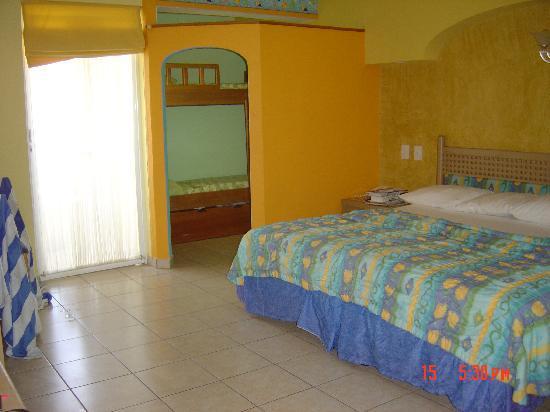 Crown Paradise Club Puerto Vallarta: Puerto Vallarta Crown Paradise club family room