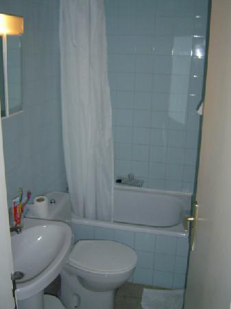 Don Candido: Bathroom