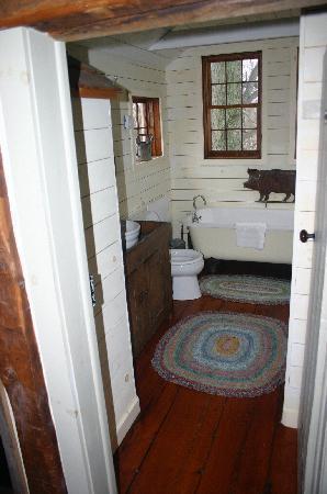 Olde Rhinebeck Inn: bathroom