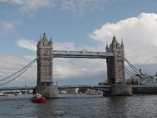Park Avenue Belgravia: Not the London Bridge