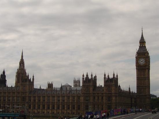 Park Avenue Belgravia: Parliament and Big Ben