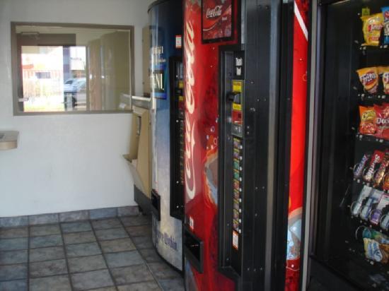 Motel 6 McAllen: Vending Machines