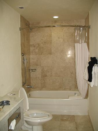 Fiesta Inn Perinorte: Bathroom
