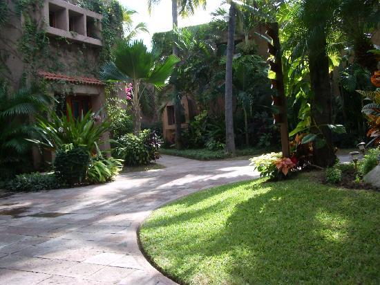 Villas El Rancho Green Resort: the grounds