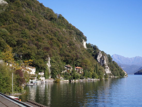 A trail to walk along Lake Lugano