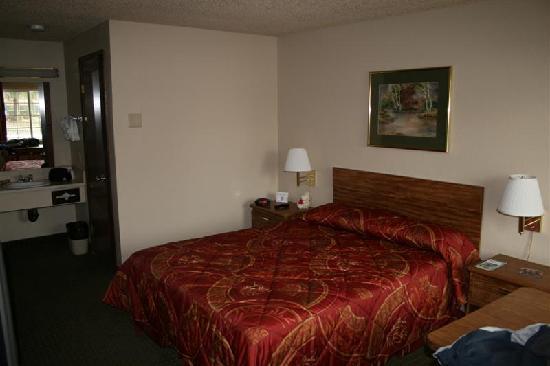 Econo Lodge Hillsboro-Portland West: An example room