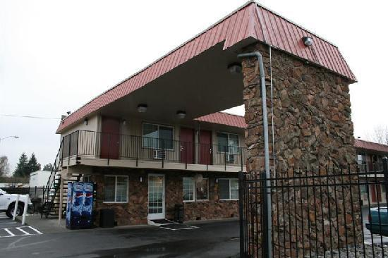 Econo Lodge Hillsboro-Portland West: The hotel lobby