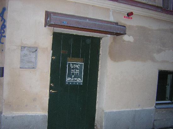 Hotel Tre Sma Rum: Front Door