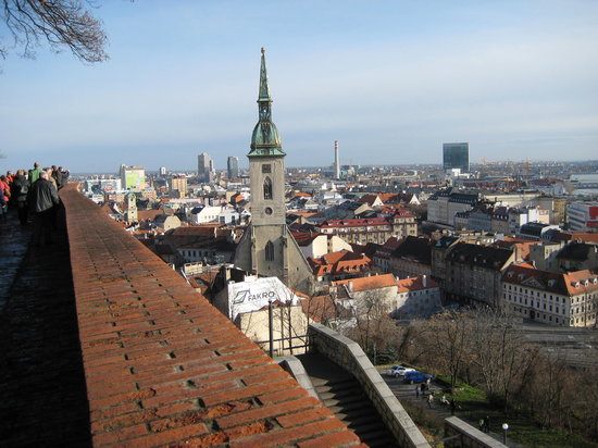 Bratislava, Slowakei: Old Town and St Martins from Castle