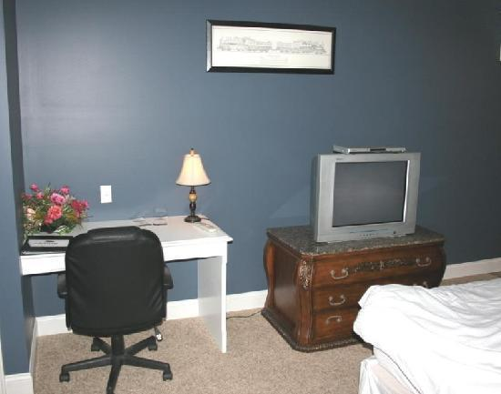 Depot Inn & Suites: Bedroom