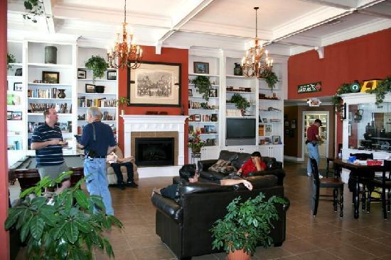 Depot Inn & Suites: Depot Inn lobby