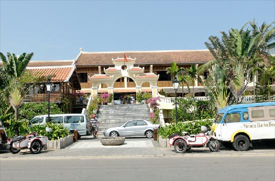Victoria Hoi An Beach Resort & Spa: The hotel front-  it gets better inside!