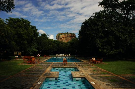 Hotel Sigiriya: The Sigiriya Rock from the swimming pool