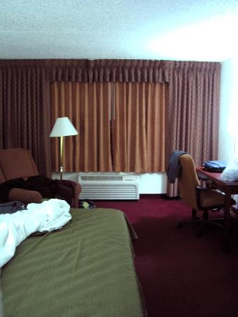 Clarion Highlander Hotel and Conference Center: King room
