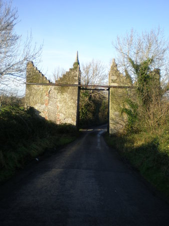 Bunratty, Irland: Toll gates of d'Esterre - died in a dual with Daniel O'Connell