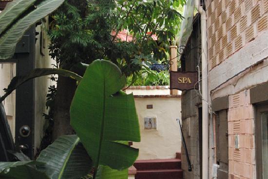 Casa Laguna Hotel & Spa: Entrance to the Spa at Casa Laguna Inn