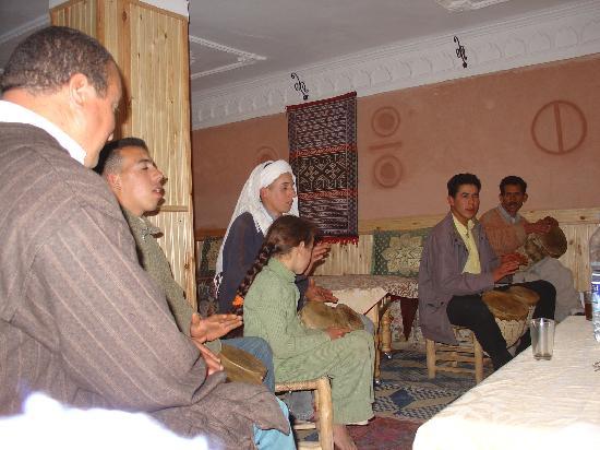 Dades Gorge: recital canoro. Gole della Dadès, Sud Marocco