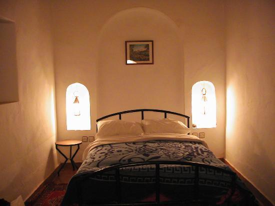 Palmeraie Guesthouse : vue lit chambre au sous-sol