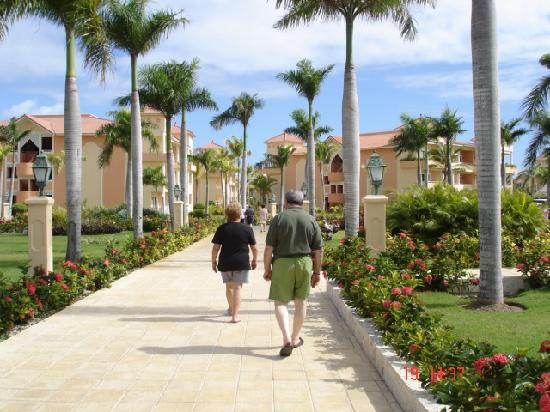 Grand Bahia Principe Bavaro: camino a la playa