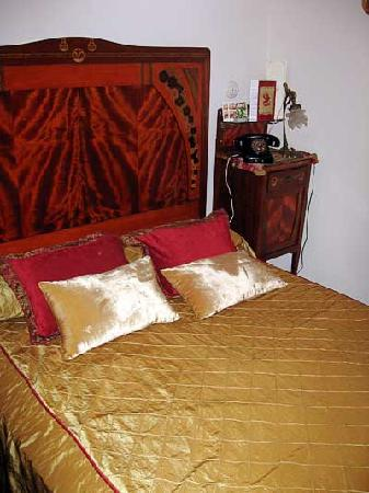 Hostal L' Antic Espai: bed