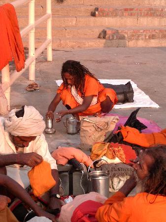 Varanasi, Indien: Ceremony at Ganges