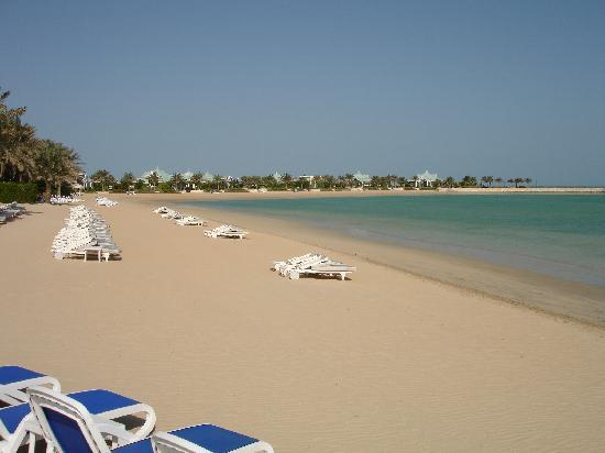 الرتيزكارتون البحرين deserted-beach.jpg