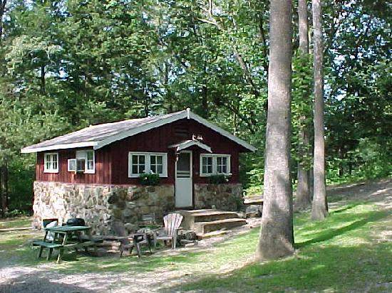 Arkansas: Rocky Hollow Lodge & Cottages