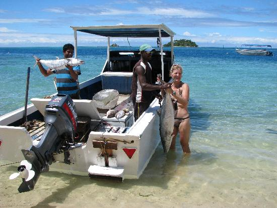 Malolo Island Resort: the fisherman catch and deliver the fish for that nights meal!