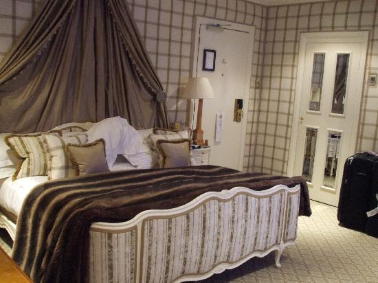 The Chesterfield Mayfair: bedroom